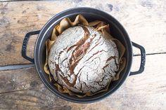 Grundrezept glutenfreies Brot das auch gut für Backanfänger geeignet ist und Fertigmehlmischungen und ohne Zucker auskommt.
