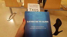 Con un buen libro la espera se hace mas corta!!! #anabelycarlos #yaquedamenos #todovasalirbien #siemprejuntos #lavozdetualma