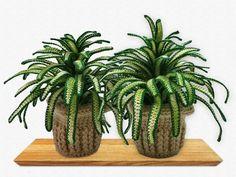 Jetzt mit der PDF-Anleitung eine Grünlilie / Pflanze / Zimmerpflanze / Deko häkeln. Das wird Dir gefallen und gießen musst Du die Grünlilie auch nicht. Crochet Fruit, Crochet Cactus, Love Crochet, Knit Crochet, Crochet Flower Patterns, Crochet Flowers, Cacti And Succulents, Cactus Plants, Art Challenge