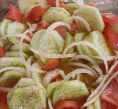 Summertime is the right time for cucumber and tomato salad. This one is dressed with a basic homemade salad dressing. Ingredients : 3 Tomatoes, 3 cucumbers, 1 onion, cup apple cider vinegar 1 teaspoon of cracked pepper, 2 table spoons Cucumber Tomato And Onion Salad Recipe, Cucumber Salad Vinegar, Vinegar Cucumbers, Marinated Cucumbers, Tomato Salad Recipes, Cucumbers And Onions, Cucumber Recipes, Vegetable Recipes, Cucumber Dip