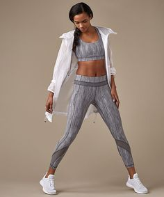 This iconic run tight was designed with serious sweat in mind. Sport Fashion, Fitness Fashion, Athleisure, Fashion Poses, Fashion Outfits, Lycra Leggings, Fitness Photos, Nike Outfits, Sport Wear
