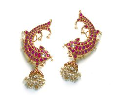 Picture from Amrapali Jewels Photo Gallery on WedMeGood. Browse more such photos & get inspiration for your wedding Indian Wedding Jewelry, Indian Jewelry, Bridal Jewelry, Gold Jewelry, Indian Bridal, Pearl Jewelry, Stylish Jewelry, Fashion Jewelry, Women's Fashion