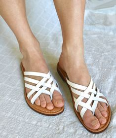 ac076eb7b8bfb White Flip-Flops  A Comprehensive Review on 5 Brands Styles