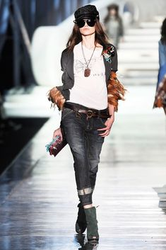 See the complete Dsquared2 Fall 2009 Ready-to-Wear collection.