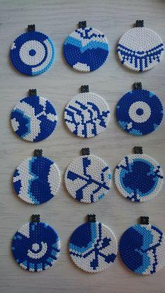 Different Hama bead interpretations of Royal Copenhagen mussel painted service. 3d Perler Bead, Perler Bead Art, Pearler Beads, Fuse Beads, Hama Beads Design, Hama Beads Patterns, Beading Patterns, Christmas Perler Beads, Melting Beads