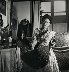 For two years German-born French photographer and photojournalist Gisèle Freund was welcomed into the home of Frida Kahlo and Diego Rivera to document the intricacies of their daily lives. Diego Rivera, Frida E Diego, Frida Art, French Photographers, Portrait Photographers, Portraits, Rare Images, Rare Photos, Miss Moss