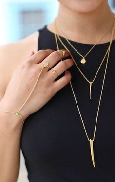 Love this jewelry look! A simple black top gets a major upgrade when layering delicate gold jewelry: vertical gold bar necklace and a gold drop necklace layered plus a gold hand chain make this look stand out! Jewelry Accessories, Fashion Accessories, Fashion Jewelry, Gold Jewelry, Gold Bracelets, Diamond Earrings, Delicate Jewelry, Jewlery, Delicate Necklaces