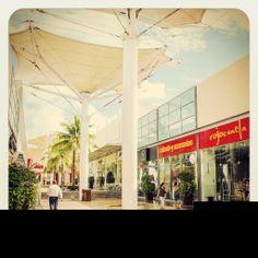 Danos tu opinión: ¿Cuál es tu tienda favorita de #OutletCancun? #CentroComercial #BuenDia