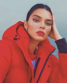 View the Kendall Jenner style apply, one of the best looks put on by on trend Kendall. Kris Jenner, Kylie Jenner Mode, Trajes Kylie Jenner, Estilo Kylie Jenner, Kendall Jenner Outfits Casual, Kendall Jenner Make Up, Kendall Jenner Selfie, Kendall Jenner No Makeup, Kendall Jenner Modeling