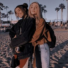 Best Friends Shoot, Best Friend Poses, Cute Friends, Cute Friend Pictures, Friend Photos, Foto Best Friend, Friend Poses Photography, Best Friends Aesthetic, Cute Lesbian Couples