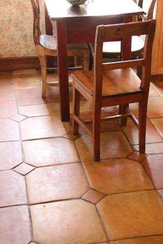 Rankalaisissa linnoissa käytetty lattialaatta loviisalaisessa 1800-luvun alun puutalossa.