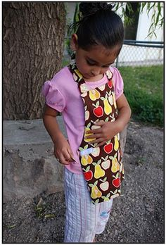 Free child's apron pattern