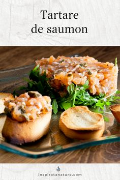 Cette recette de tartare de saumon, simple à préparer, deviendra sans aucun doute votre préférée! La synergie du gingembre, de la coriandre fraîche, des câpres et de la moutarde à l'ancienne est un voyage en soi. Vous découvrirez également comment choisir un bon saumon et une bonne huile d'olive, en plus d'en apprendre davantage sur les bienfaits des épices utilisés pour la recette.