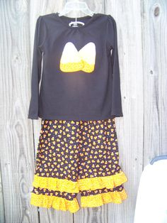 Candy Corn Ruffled pants outfit Halloween is coming!!! The little ladies will look completely festive in this outfit! This listing is for a