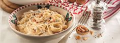 Il Bersaglio Marketing:   PASTA CON LE NOCI  INGREDIENTI  350 g di bavette... Macaroni And Cheese, Spaghetti, Ethnic Recipes, Food, Marketing, Mac And Cheese, Essen, Meals, Yemek