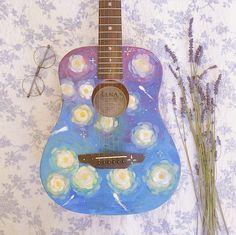 Guitar Painting, Guitar Art, Diy Painting, Ukelele Painted, Music Instruments Diy, Ukulele Design, Bass Ukulele, Ukulele Chords, Cute Surprises