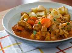 Smoked Paprika Chicken Casserole -Slimming World Recipes. Gorgeous and easy to make! Slimming World Treats, Slimming World Dinners, Slimming Eats, Slimming Recipes, Chicken Casserole, Casserole Dishes, Casserole Recipes, Slow Cooker Recipes, Cooking Recipes