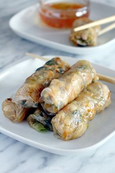 Quick and easy spring rolls with pak choi (bok choy) and chicken (in Polish) Easy Spring Rolls, Pak Choï, Chicken Spring Rolls, Snack Recipes, Snacks, Cabbage Rolls, Hors D'oeuvres, Fresh Rolls, Appetizers