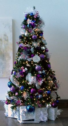Purple Christmas Tree Decorations, Peacock Christmas Tree, Elegant Christmas Trees, Silver Christmas Decorations, Silver Christmas Tree, Christmas Tree Design, Christmas Tree Toppers, Christmas Time, Christmas Crafts