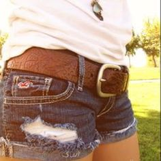 Holiday Sale!Hollister Distressed Jean Shorts Hollister ripped jean shorts in excellent condition! Like new! Very flattering with summer time tanned legs ☀️❤️ Hollister Shorts Jean Shorts