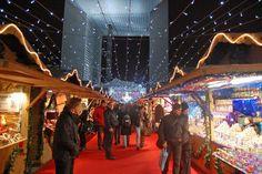 Mercado de Navidad en la Defense, casetas iluminadas con los mejores productos de la gastronomía francesa.