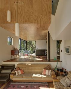 This vertically-oriented house with 1 bedroom and a small loft in 872 sq ft uses a split-level design to step down its steep site. | www.fac...