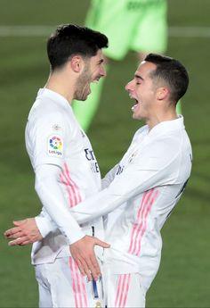Soccer Guys, Football Boys, Sports Mix, Sports Teams, Lucas Vazquez, James Rodrigues, Real Madrid Pictures, Equipe Real Madrid, Real Madrid Wallpapers
