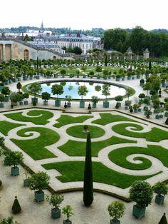 L'Orangerie, Château de Versailles, France - photo Marie J - 08/2014 #gardens #gardendesign #landscapes Formal Gardens, Side Gardens, Garden Beds, Versailles, Baseball Field, Acre, Golf Courses, Palace, Mansions