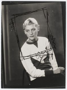 Much More Than a Muse: 25 Beautiful Black and White Photos of Lee Miller Taken by Man Ray in Paris From 1929 to 1932 ~ vintage everyday Lee Miller, Man Ray, Leaving New York, Edward Steichen, Cecil Beaton, School Photos, Female Photographers, Black And White Portraits, Wedding Art