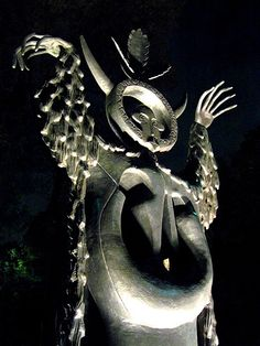 la madre de los lobos - leonora carrington - escultura