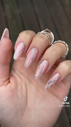 By @mxs.nails Glitter Nail Art, Purple Nails, Trendy Nails, Manicure And Pedicure, Art Tutorials, Acrylic Nails, Nail Designs, Hair Styles, Patio
