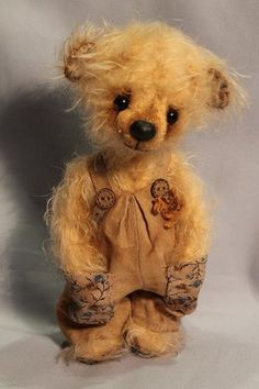 Асси (Assi): A little Spring bear dressed a smart suit with a horse button. German mohair, cotton, linen, stuffed. Tinted with coffee & cocoa. Embroidered nose covered with wax, glass eyes. Created by Julia Aladina / http://juli-ala.livejournal.com/27056.html