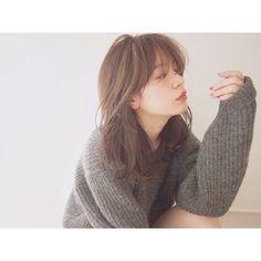 アッシュベージュ×ハイライト やわらかい質感...♡ #hair#haircolor#hairstyle#shooting#make#ash#髪色#髪#髪型#撮影#アッシュベージュ#アッシュ系カラー#メイク#冬メイク#セミロング#ハイライトカラー