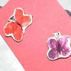 Looking to make your own homemade Valentines this Valentine's Day? Try making a pop-up card with these adorable love bugs flying around. Homemade Valentines, Valentines For Kids, Valentine Crafts, Valentine Day Cards, Holiday Crafts, Diy For Kids, Crafts For Kids, 4 Kids, Fingerprint Art