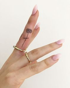 102 Small Tattoo Ideas and Inspiration Pictures Dainty Tattoos For Women, Tiny Tattoos For Girls, Cute Tiny Tattoos, Pretty Tattoos, Tattoos For Guys, Cute Tats, Small Hand Tattoos, Cool Finger Tattoos, Finger Tattoo For Women
