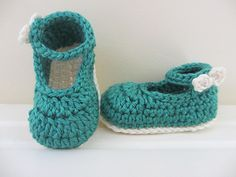 These cuties are fast and easy to make, and very practical, too! Take a classic Mary Jane style shoe, add a bow instead of a button - and how cute is the result?