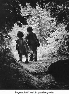 Eugene Smith: The walk to paradise garden. USA, W. Eugene Smith was no doubt one of the greatest war correspondents of the last century.Then one day in he took a walk with his two children, Juanita and Patrick, towards a sun-bathed clearing: Richard Avedon, Magnum Photos, Robert Doisneau, Black White Photos, Black And White Photography, Tucson, Old Photos, Vintage Photos, Beach Photos