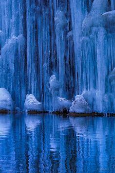 これは神秘的…長野で撮影された滝の氷柱と星空が「まるでアナ雪のよう」と話題に - Spotlight (スポットライト)
