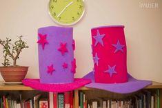 Cómo hacer gorros de goma espuma Hat Crafts, Diy And Crafts, Crazy Hats, Ideas Para Fiestas, Planter Pots, Invitations, Costumes, Deco, Birthday