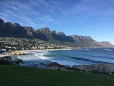 The beautiful beach of Camps Bay offers a stunning view, espacially at sunset. Bars and restaurants all allong provide a warm atmosphere. Boulder Beach, Atlantic Ocean, Stunning View, Camps, Bouldering, Beautiful Beaches, Restaurants, Scenery, Tours
