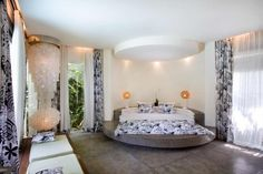 15 Luxurious Master Bedrooms With Round Beds - Top Inspirations