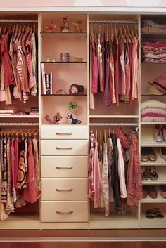 In every room decoration, it is important to pay attention to furniture. Even though it's a decoration in the closet space in our bedroom. The closet space is one of the rooms that you have t… Shared Closet, Kid Closet, Closet Bedroom, Closet Space, Kids Bedroom, Closet Ideas, Bathroom Closet, Girl Bedrooms, California Closets