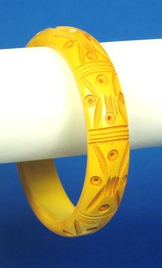 30% off Sale until 11/21/15 Butterscotch #Bakelite #bangle bracelet. This piece is very special being composed of bakelite material forming this flawless bangle. The bracelet has a unique design with de... #vintage #diamonds #gold #rings #necklace #bakelite #butterscotch #judysgems2 #holiday #winter #woj #womens #teamlove