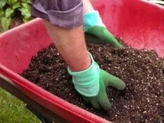 Making your own inexpensive potting mix