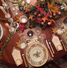 30 Thanksgiving Tablescapes + Inspiration - The Glam Pad Thanksgiving Table Settings, Thanksgiving Tablescapes, Holiday Tables, Christmas Tables, Fall Vignettes, Table Setting Inspiration, Beautiful Table Settings, Fall Table, Scandinavian Christmas