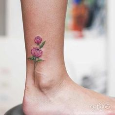 47 Breathtaking Watercolor Flower Tattoos Small Peony Watercolor Flower Foot Tattoo The post 47 Breathtaking Watercolor Flower Tattoos & Tattoo appeared first on Small tattoos . Flower Tattoo Foot, Small Flower Tattoos, Flower Tattoo Designs, Small Tattoos, Peony Flower Tattoos, Mini Tattoos, Floral Tattoos, Tattoo Roses, Body Art Tattoos