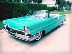 Lincoln Premiere Convertible (1957) – The Premiere was known for its stylish exterior, high-grade interior and some unique features. | bffbridesmaid.com