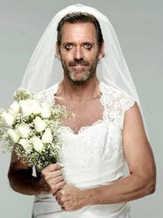 Hug Laurie, ataviado para la boda