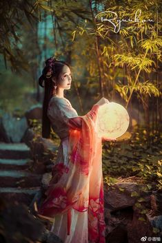 Geisha, Chinese Traditional Costume, Traditional Dresses, Fotografie Portraits, Kubo And The Two Strings, Chinese Clothing, Hanfu, Beautiful Asian Girls, Asian Fashion