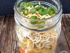 Soupe instantanée en pot masson La testeuse 21 Day Fix, Tofu, Ramen, Mason Jar Lunch, Nutrition, Pickles, Cucumber, Catering Business, Pickling